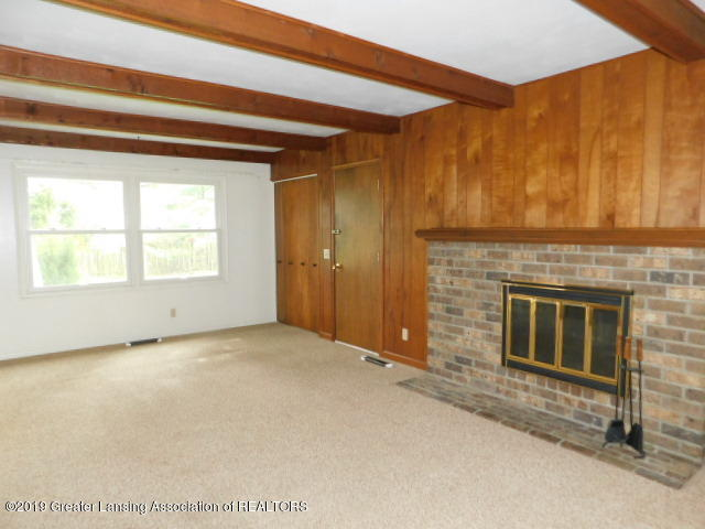 3896 Raleigh Dr - FAMILY ROOM - 2