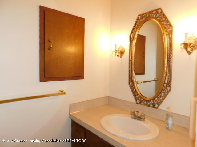 3896 Raleigh Dr - HALF BATH - 11