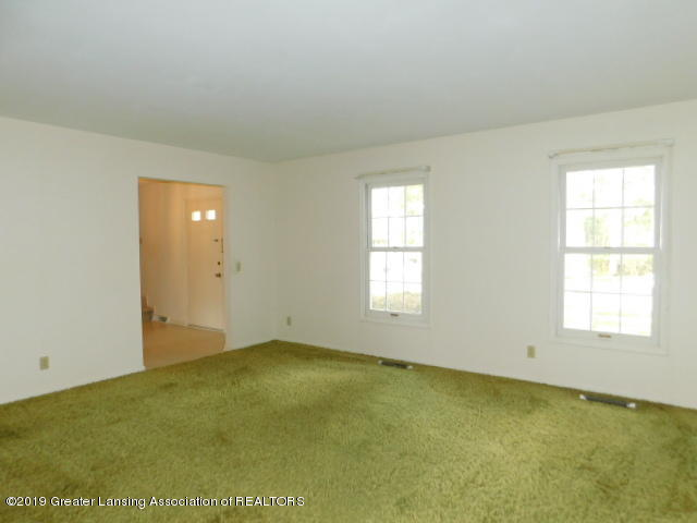 3896 Raleigh Dr - LIVING ROOM - 3