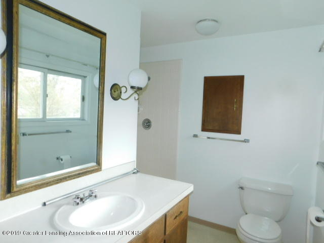 3896 Raleigh Dr - MASTER BATHROOM - 7