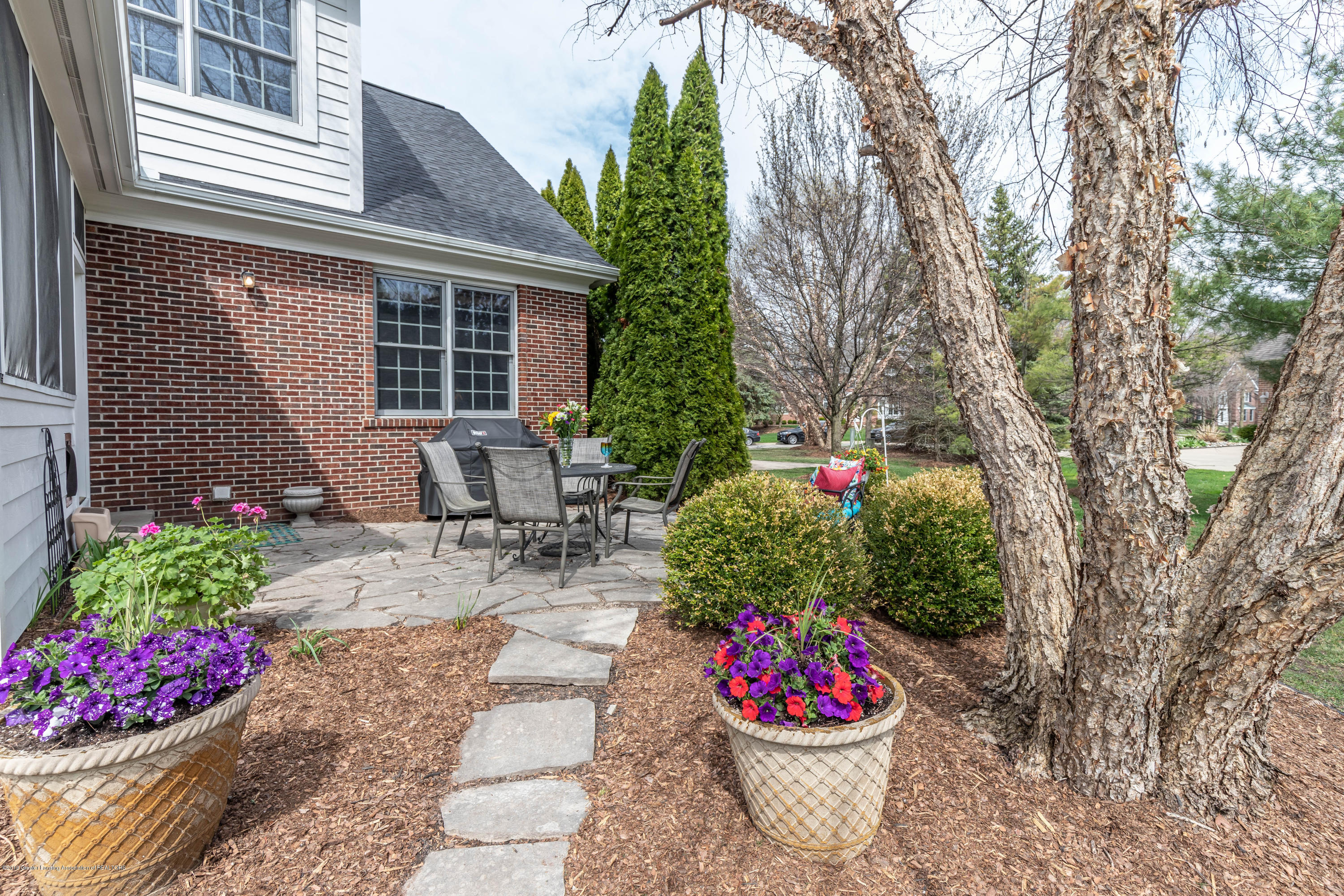 2057 Birch Bluff Dr - patio - 6