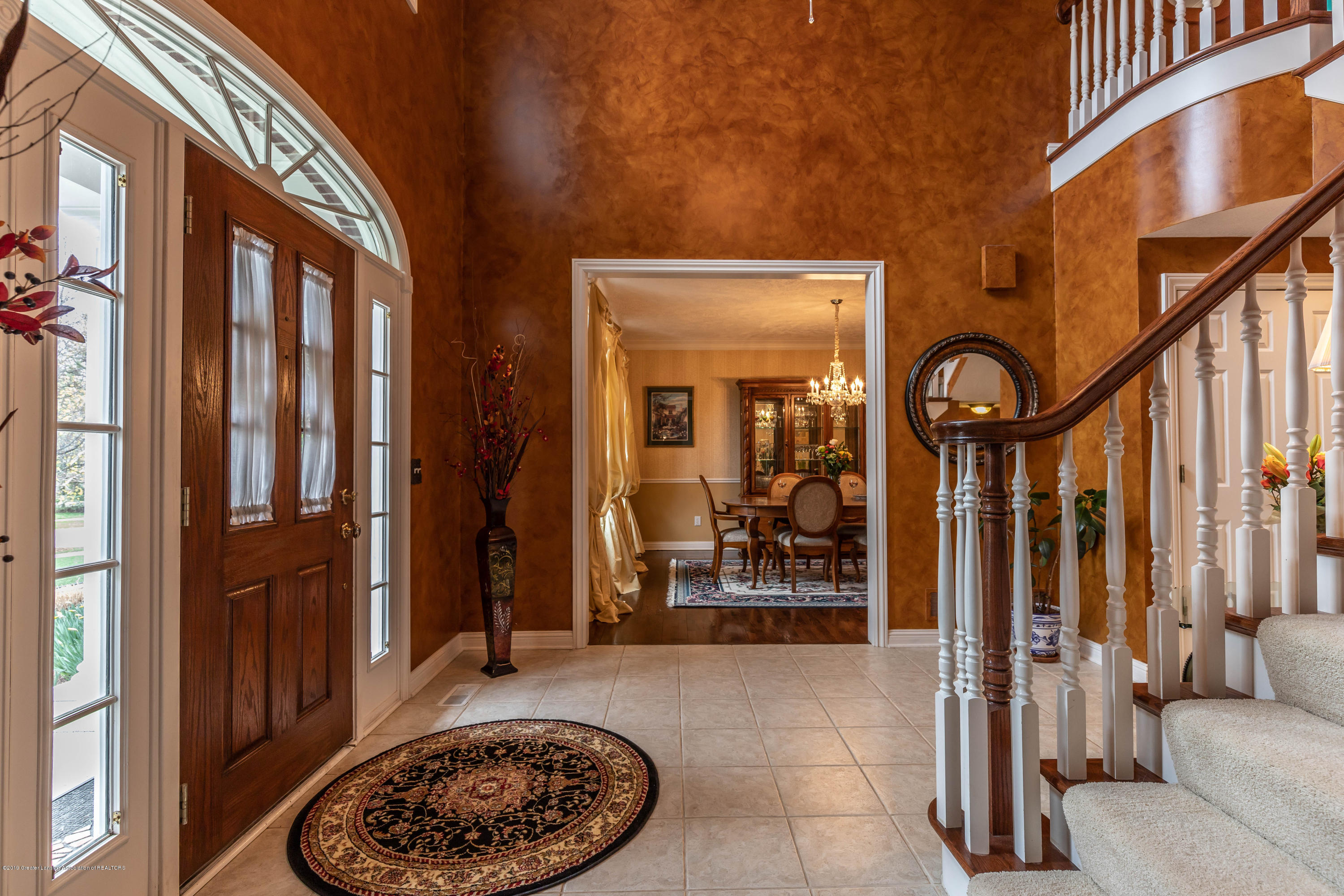 2057 Birch Bluff Dr - Foyer - 11
