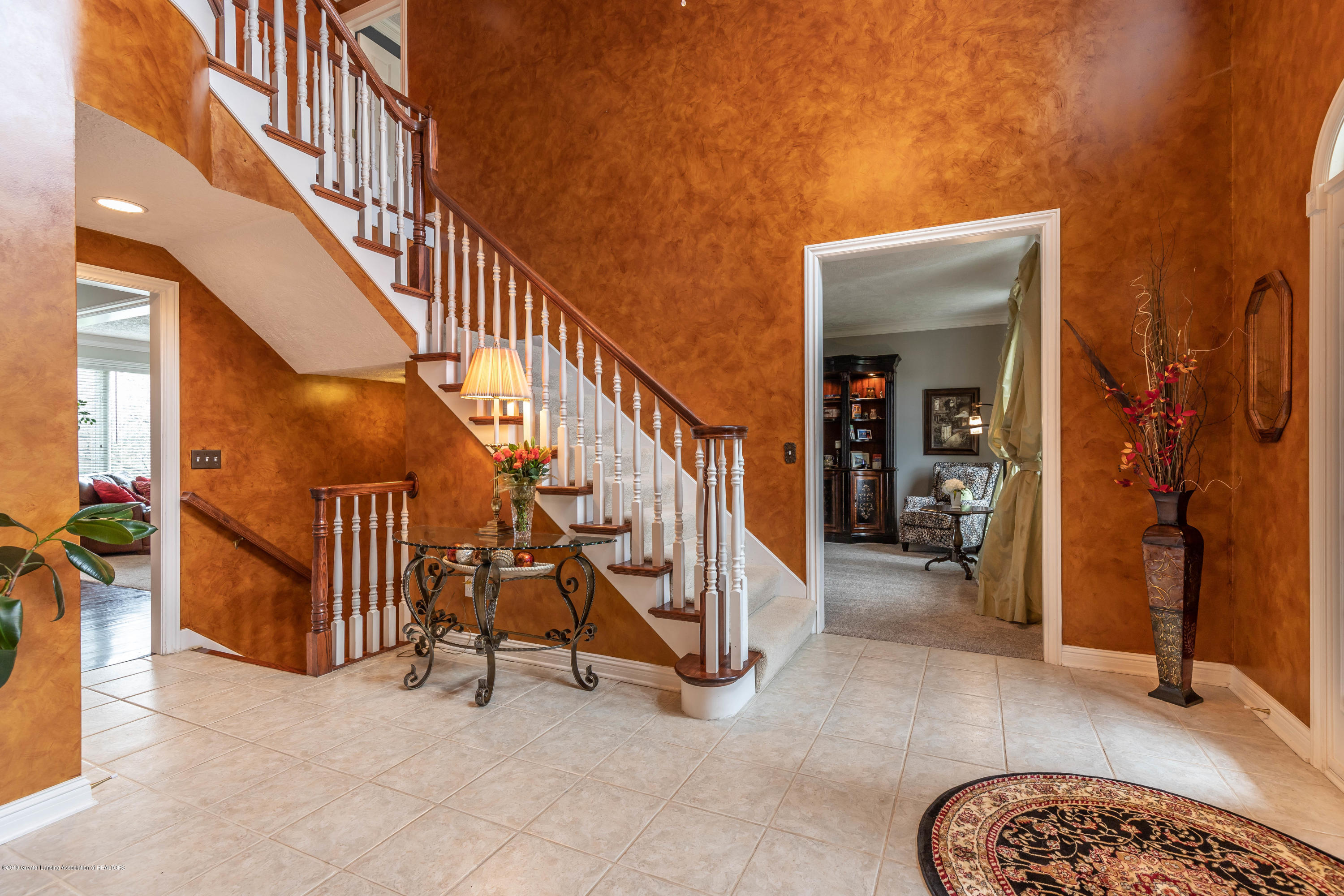 2057 Birch Bluff Dr - Foyer - 14