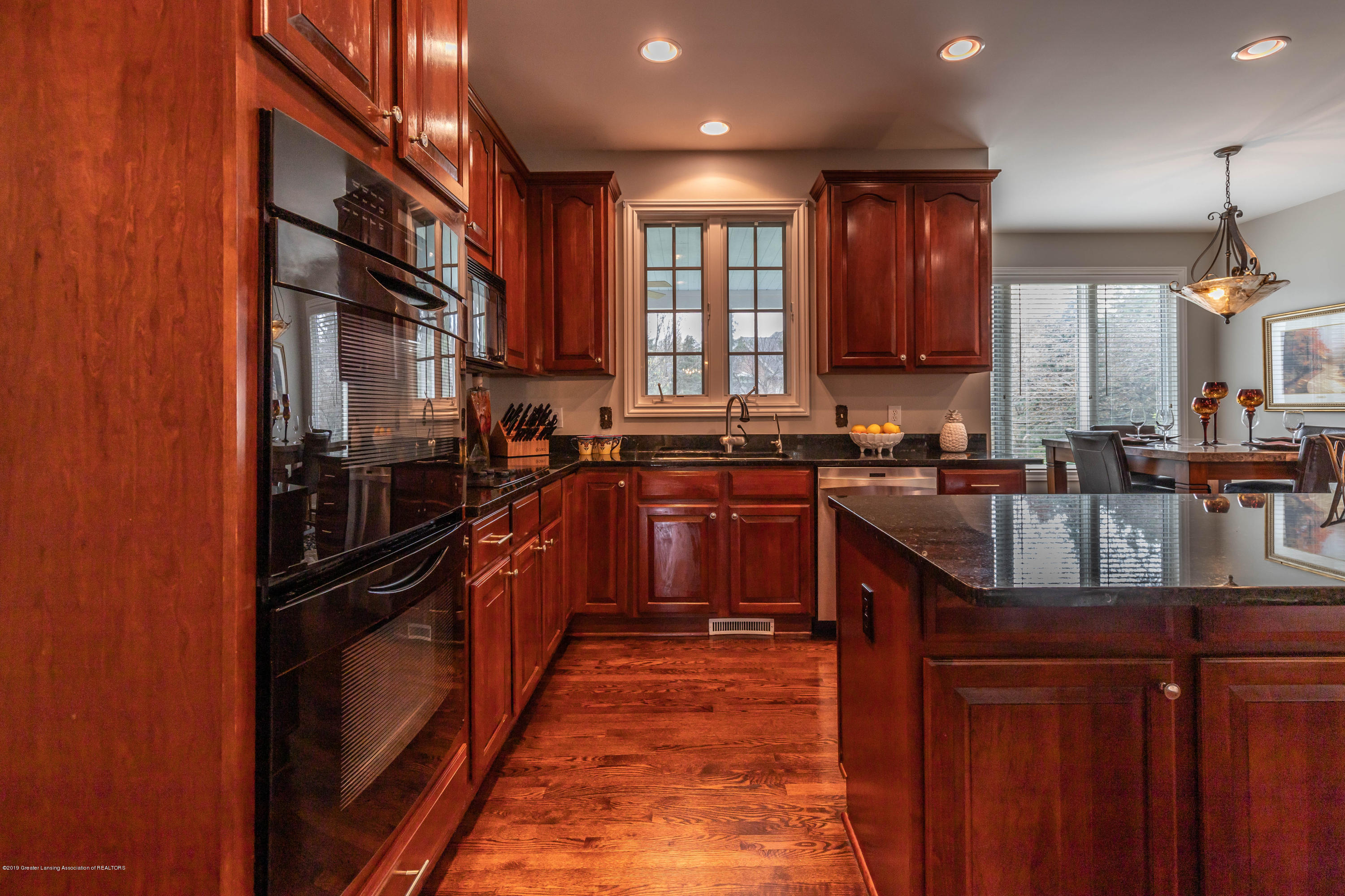 2057 Birch Bluff Dr - Stunning Kitchen - 18