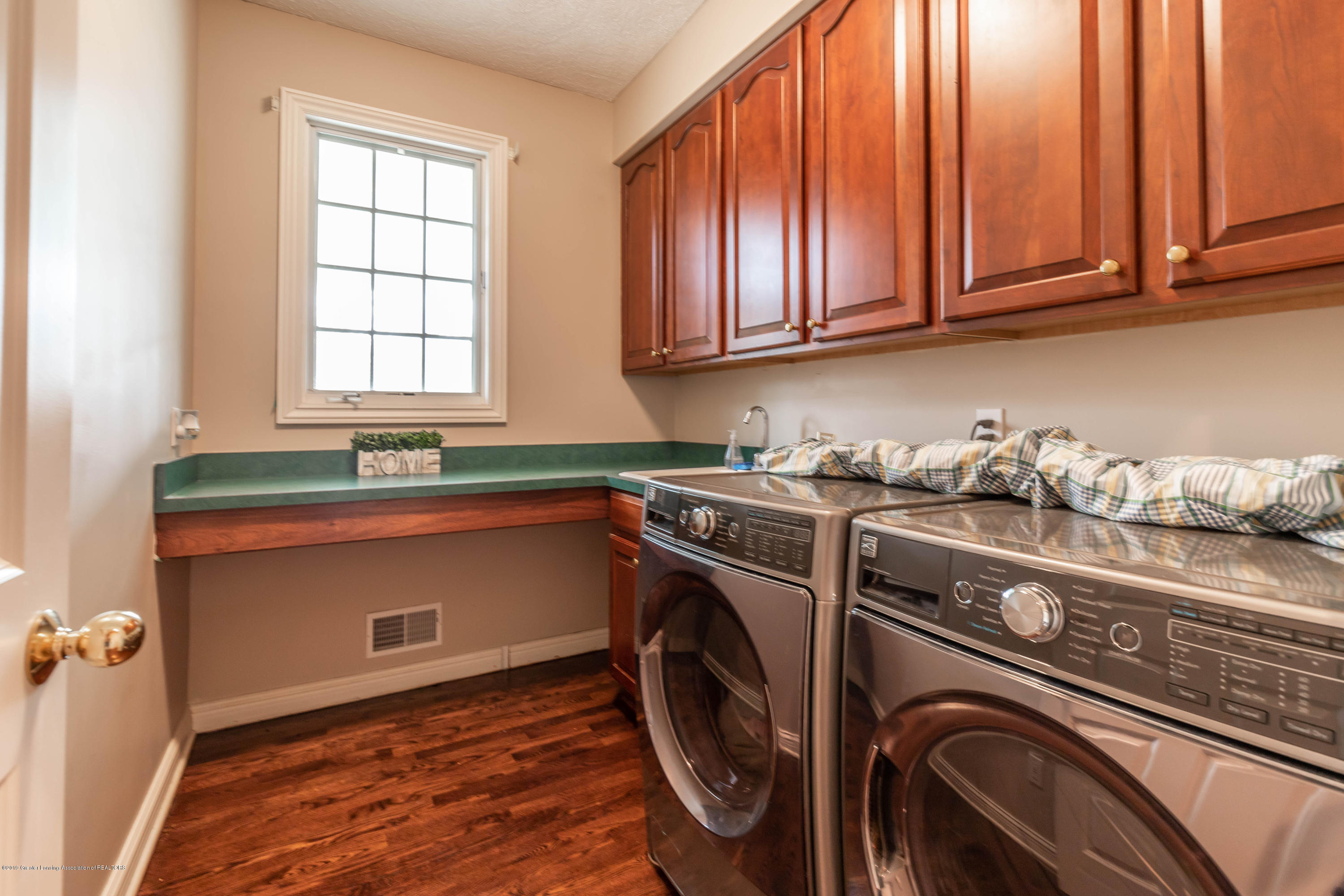 2057 Birch Bluff Dr - 1st floor Laundry - 37