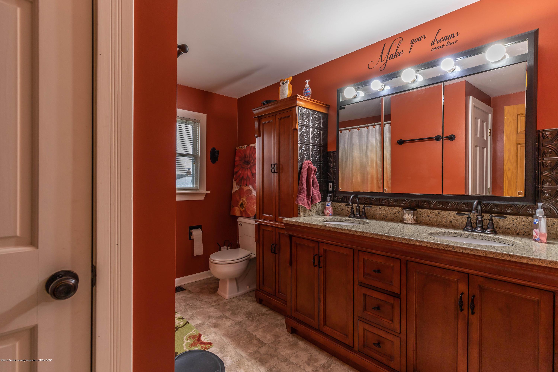 6465 W Maple Rapids Rd - Bathroom 2 - 20