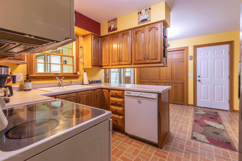 6465 W Maple Rapids Rd - Kitchen - 10