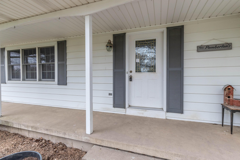 6465 W Maple Rapids Rd - Front porch - 4