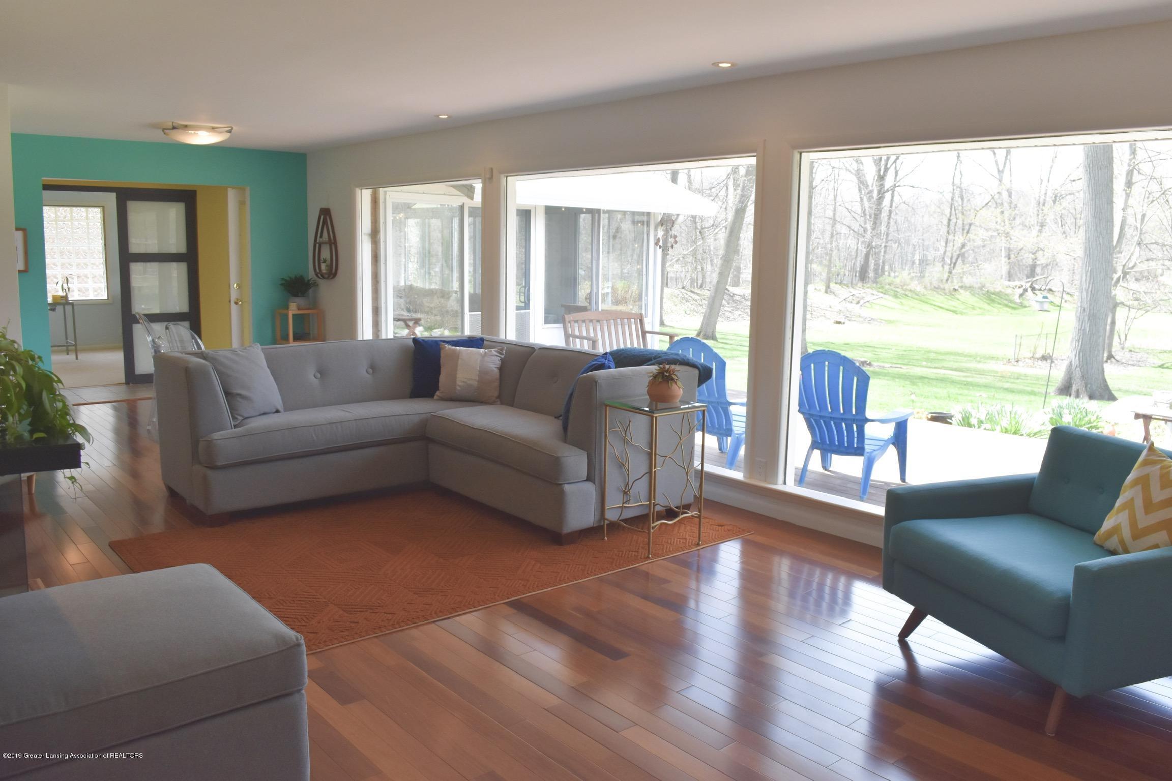 4751 Woodcraft Rd - LIVING ROOM - 4