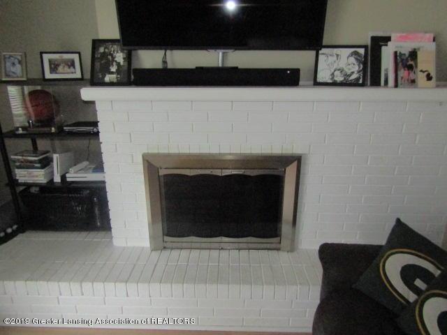 14963 Boichot Rd - Fireplace in Family Room - 22