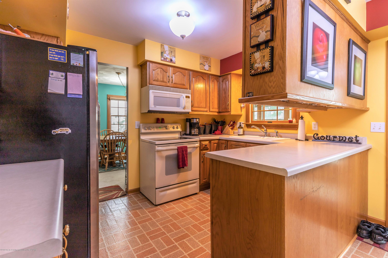 6465 W Maple Rapids Rd - Kitchen - 8