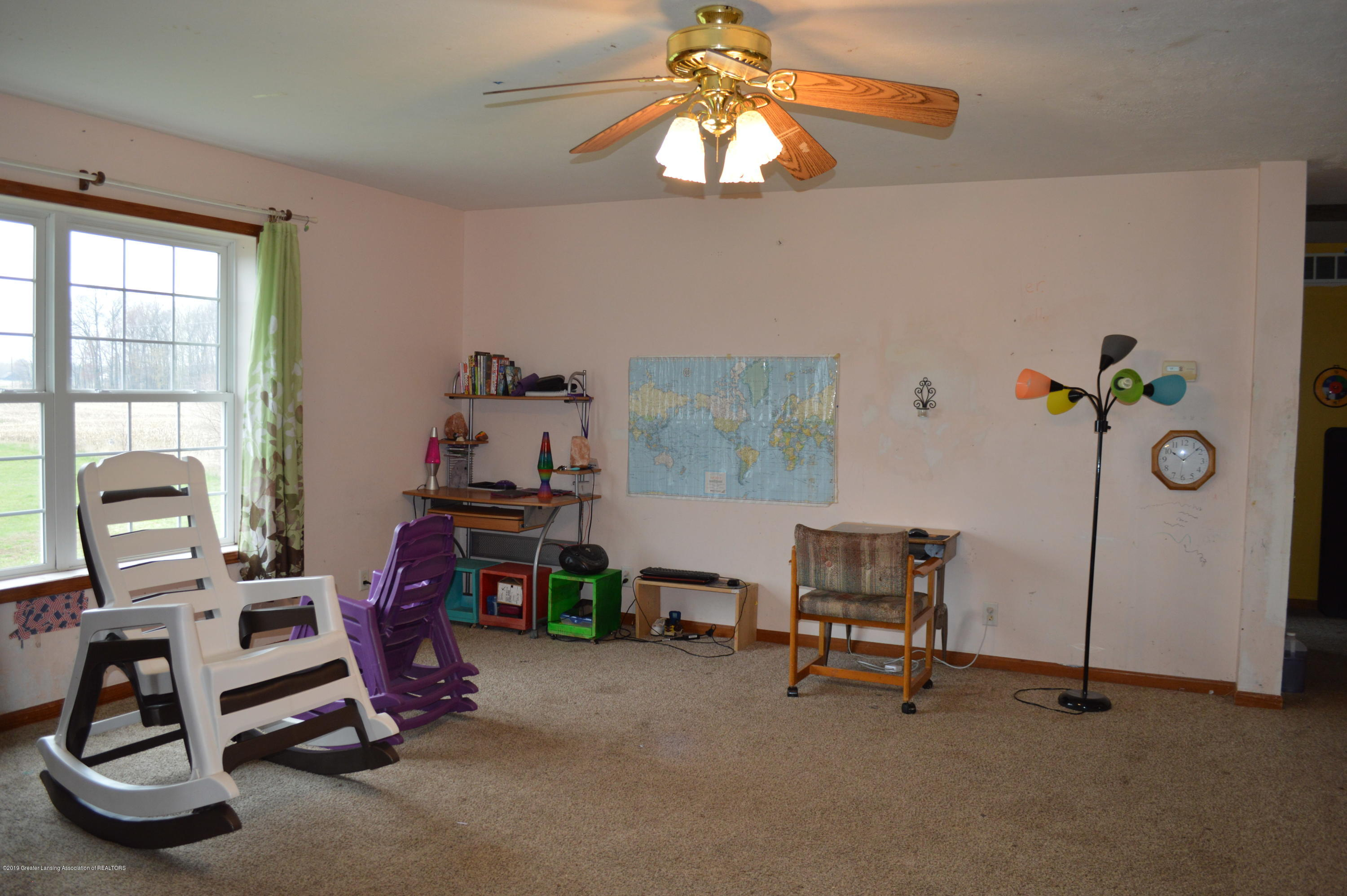11651 McCreery Rd - Living room - 7