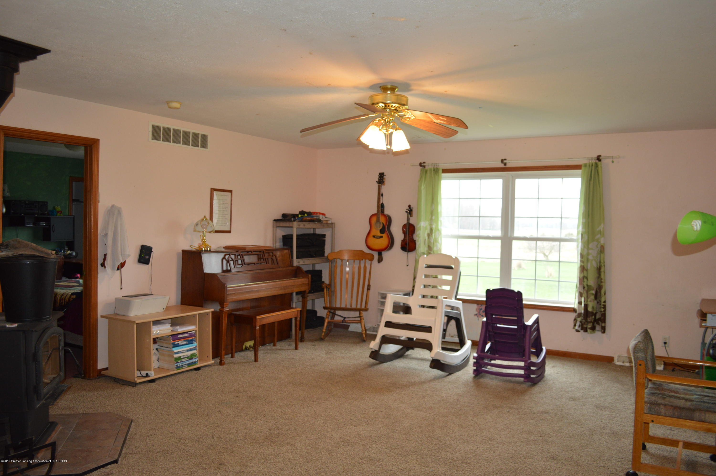 11651 McCreery Rd - Living Room - 8