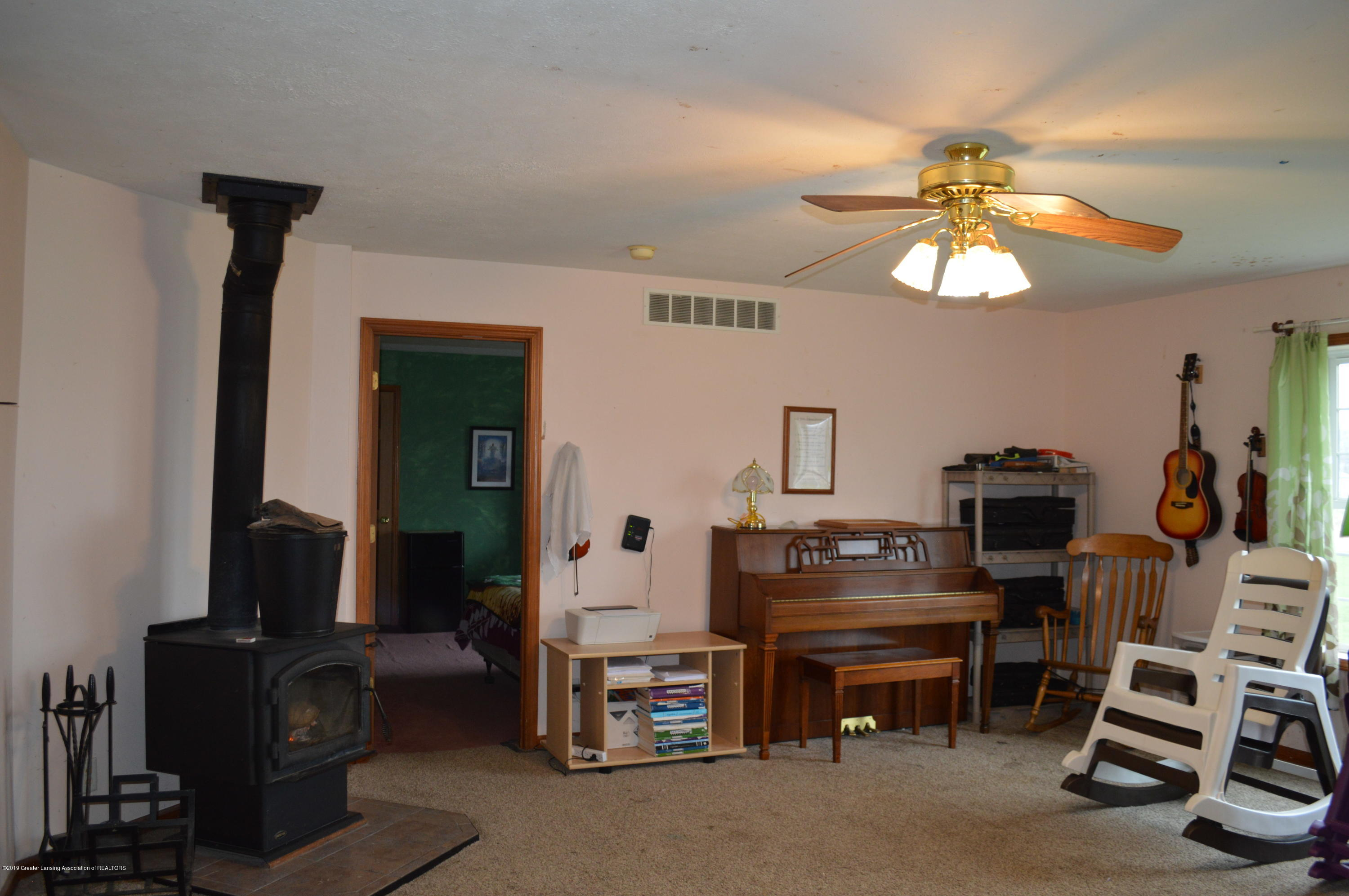 11651 McCreery Rd - Living room - 9
