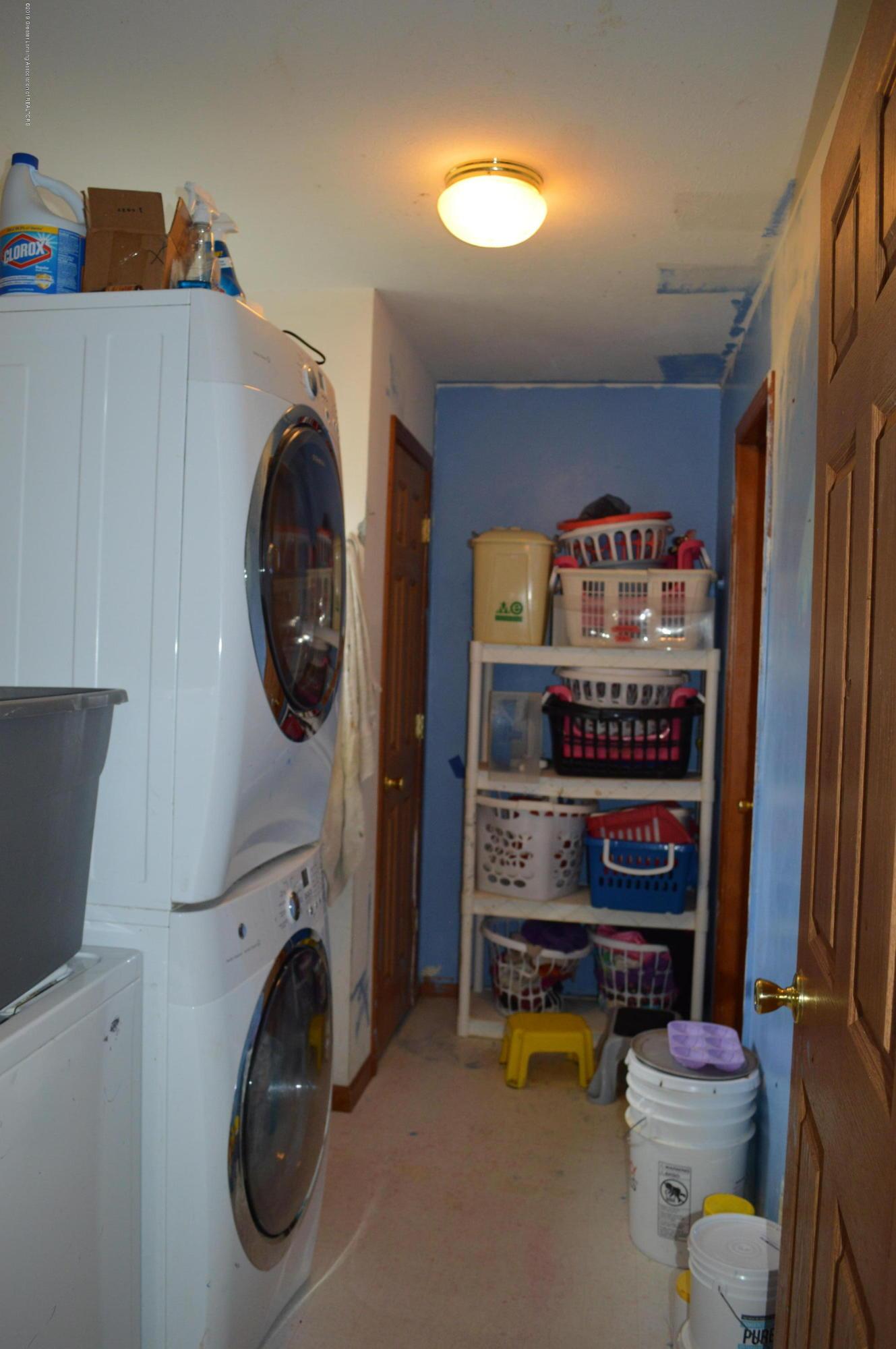 11651 McCreery Rd - 1st floor laundry - 17
