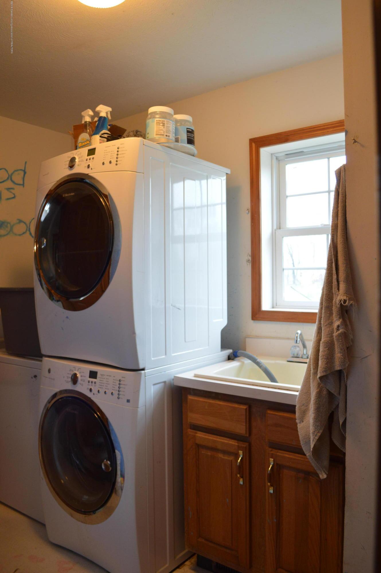 11651 McCreery Rd - 1st floor laundry - 18