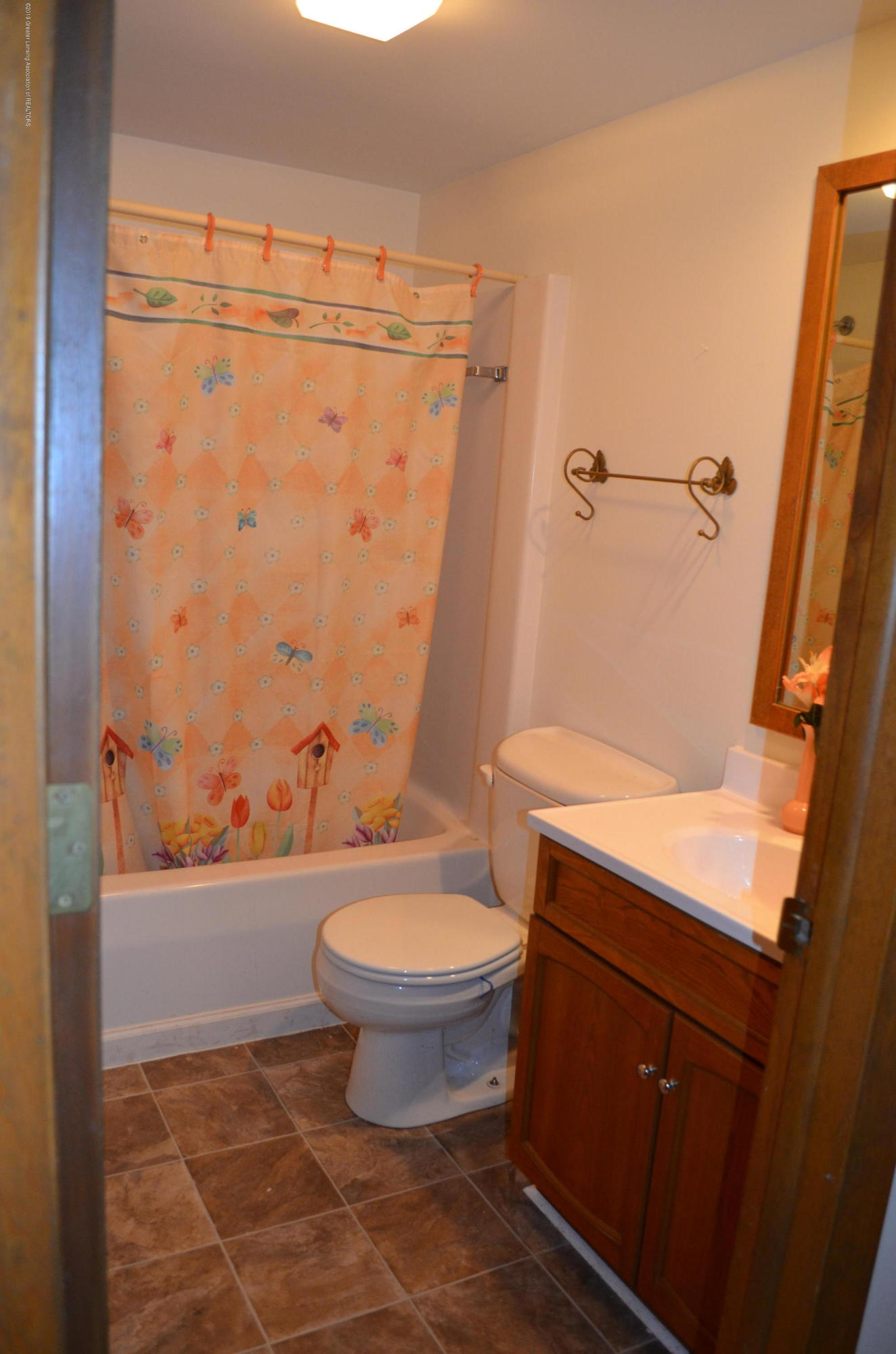 101 E Jolly Rd B8 - Main Floor Bath - 21