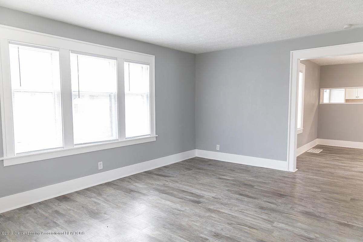 2201 S Pennsylvania Ave - LIVING ROOM - 4