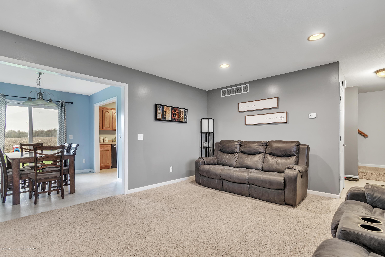 1328 Yarrow Dr - Living Room - 3