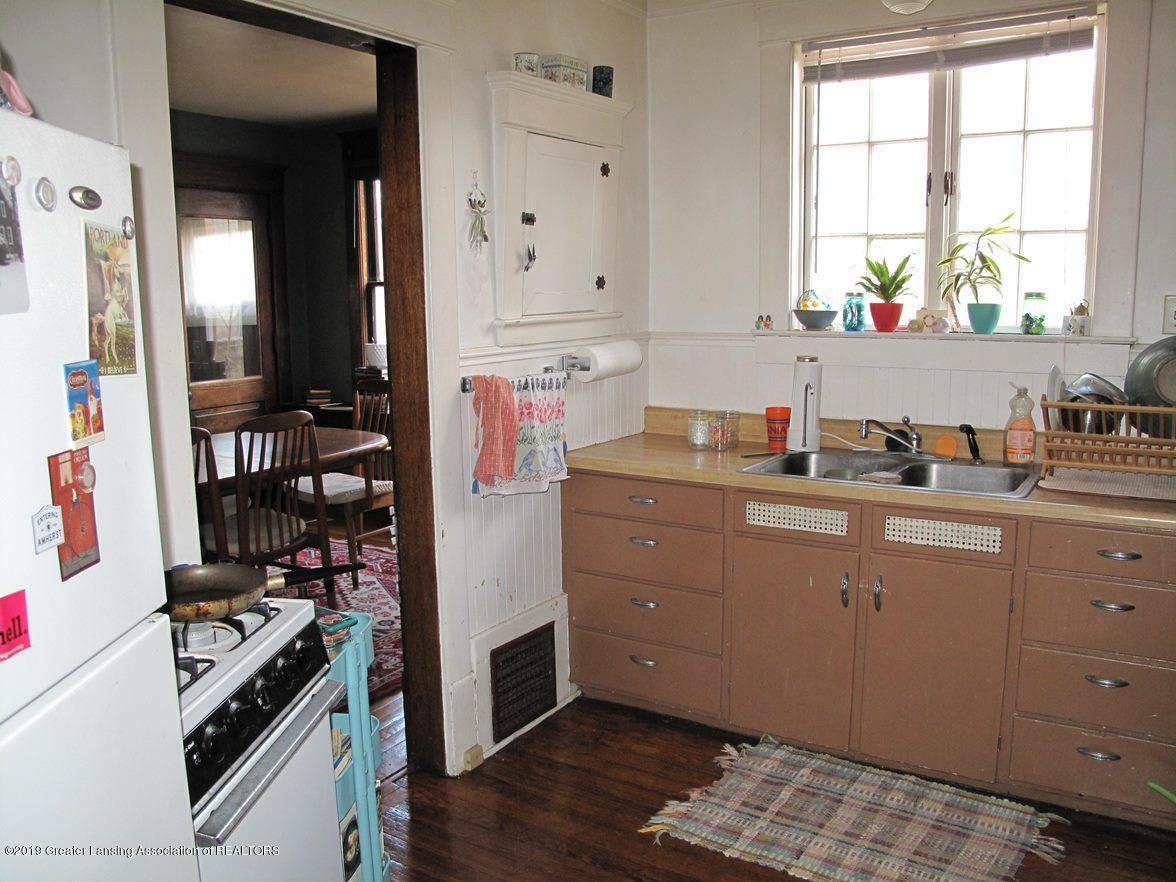 307 W Willow St - kitchen-stove - 14