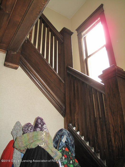 307 W Willow St - stairs-window - 19