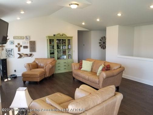 4935 Pine Hill Dr - Loving Room - 6