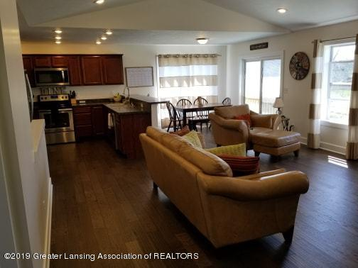 4935 Pine Hill Dr - Living Room - 7