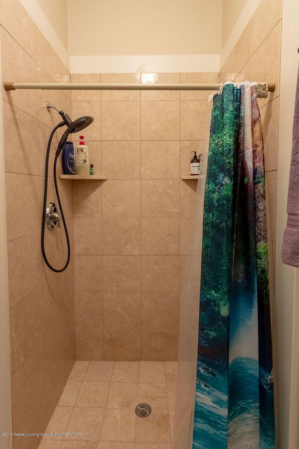 2824 Kittansett Dr - Walk-in Shower - 17