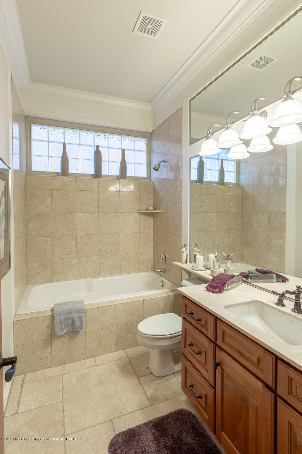 2824 Kittansett Dr - 1st floor 2nd bathroom - 20