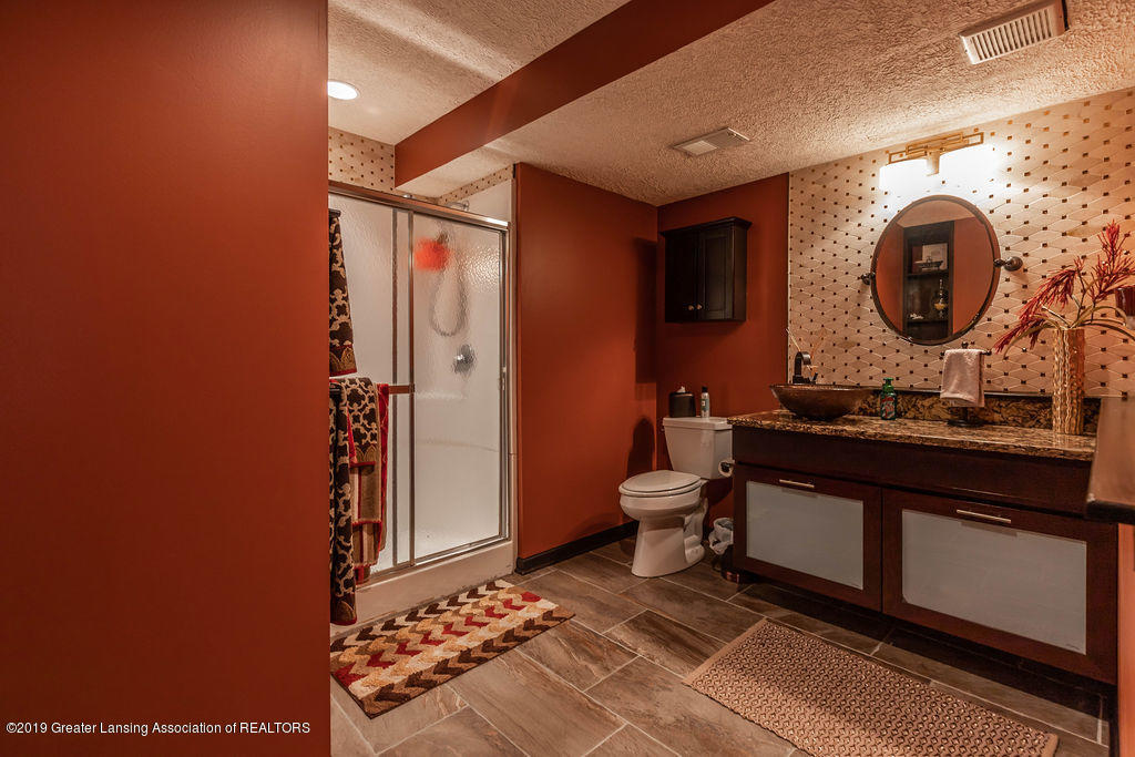 3150 Crofton Dr - Lower Level Full Bath - 60