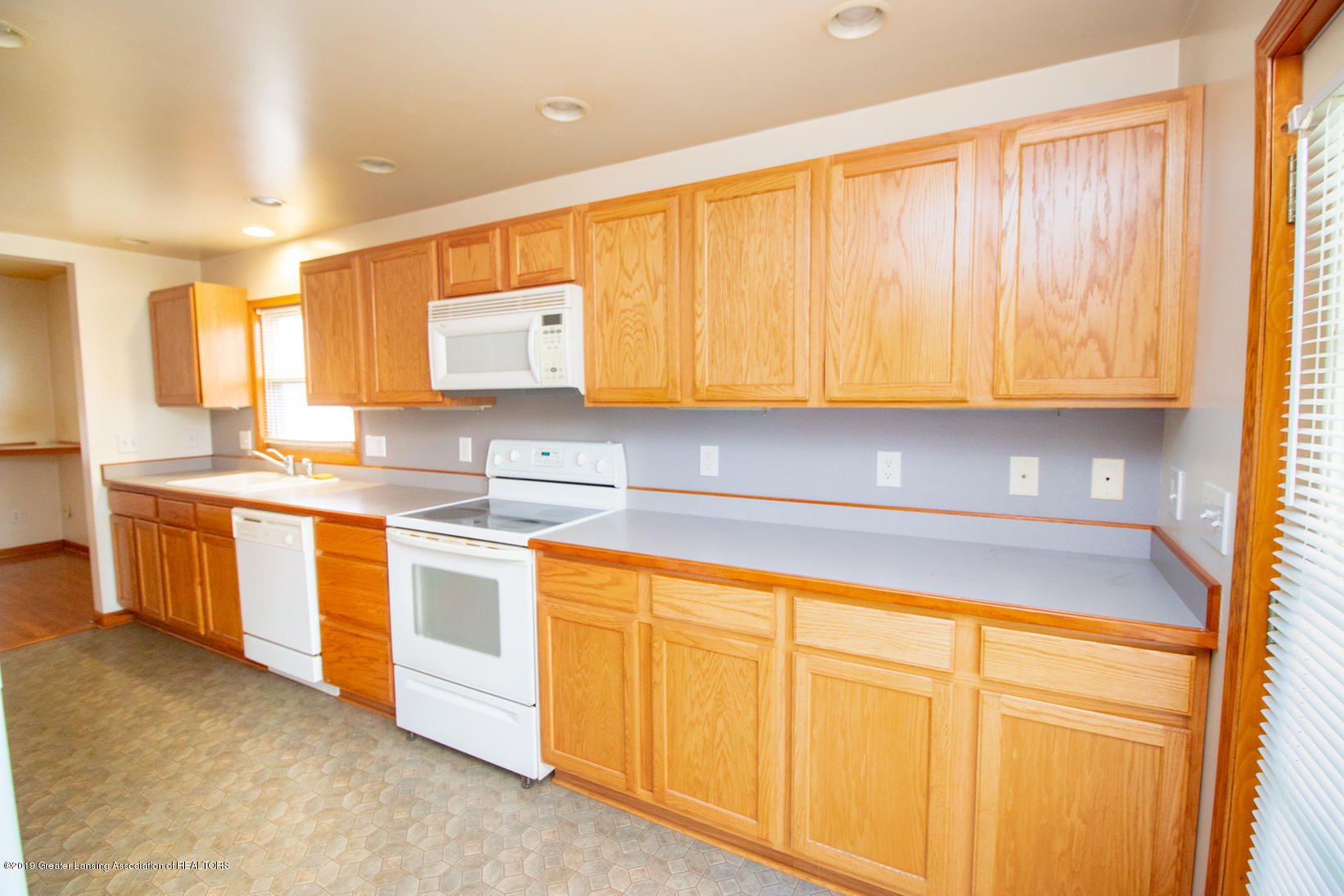 613 W Mt Hope Ave - Kitchen - 4