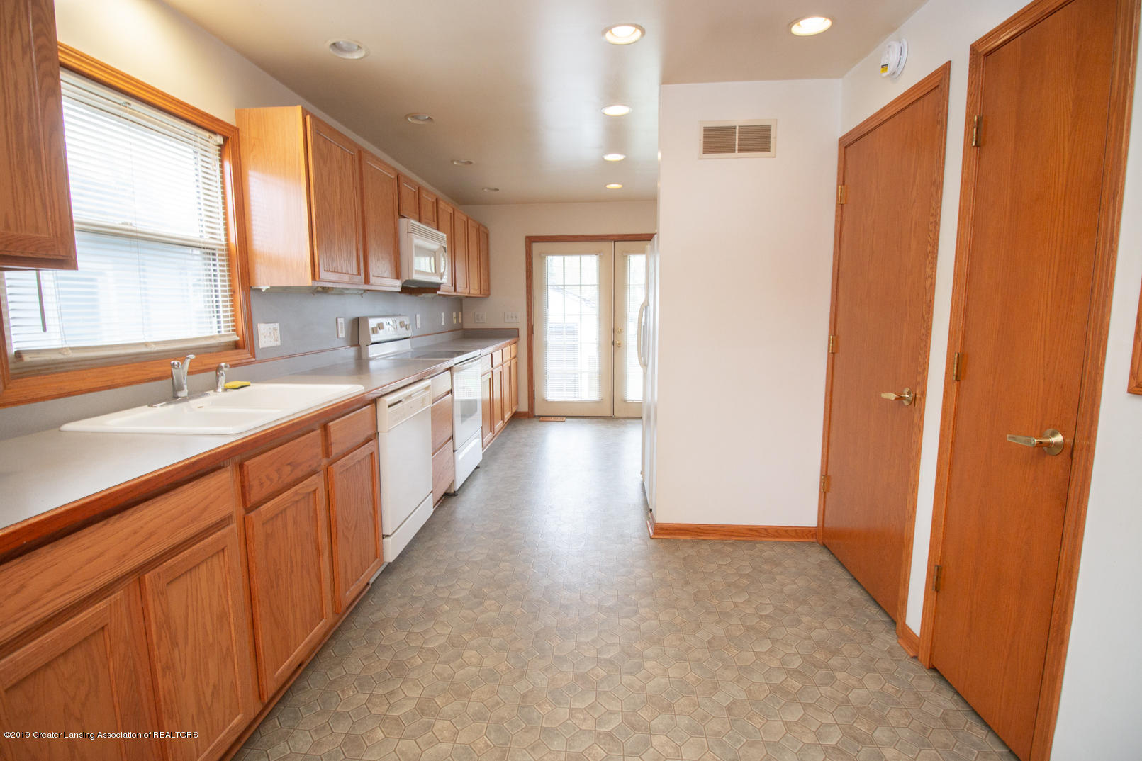 613 W Mt Hope Ave - Kitchen - 2