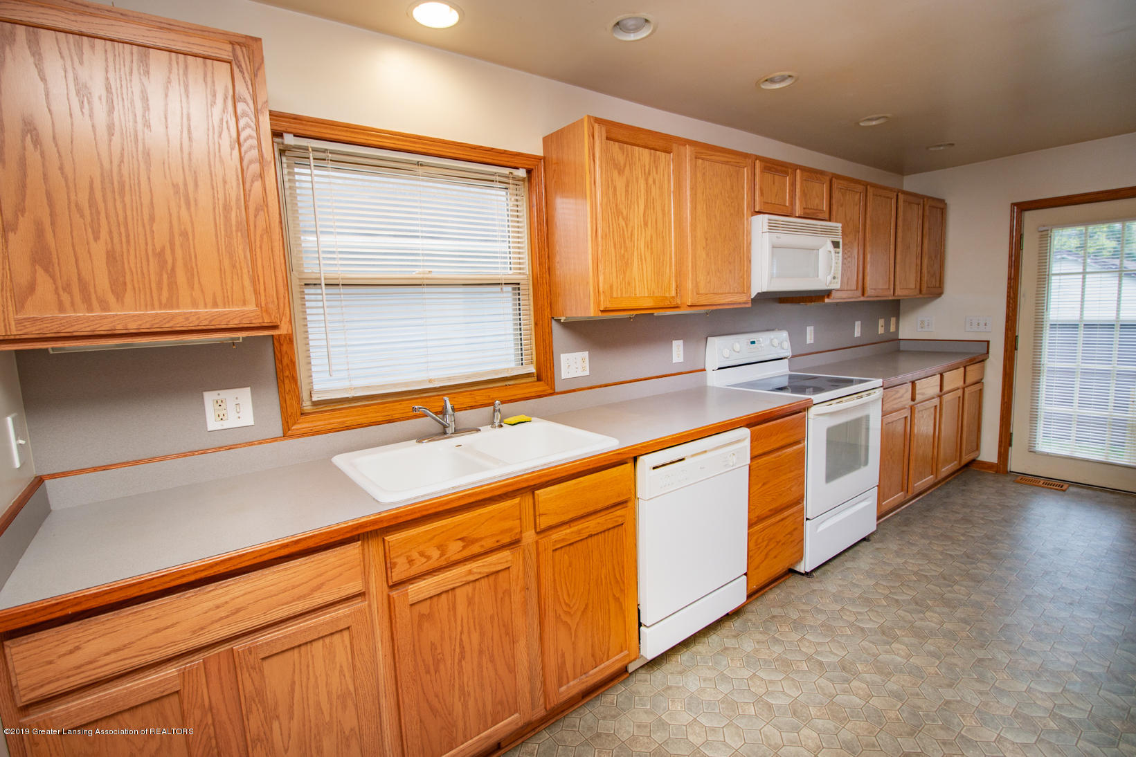 613 W Mt Hope Ave - Kitchen - 3