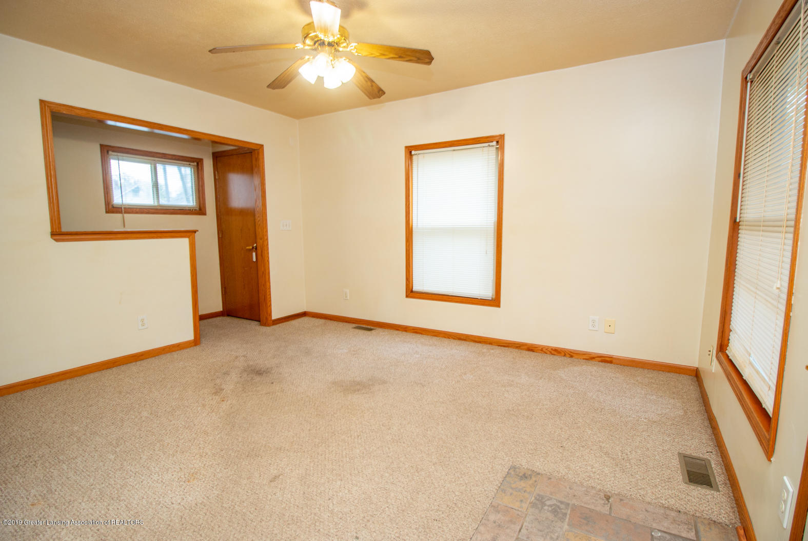 613 W Mt Hope Ave - Living Room - 11