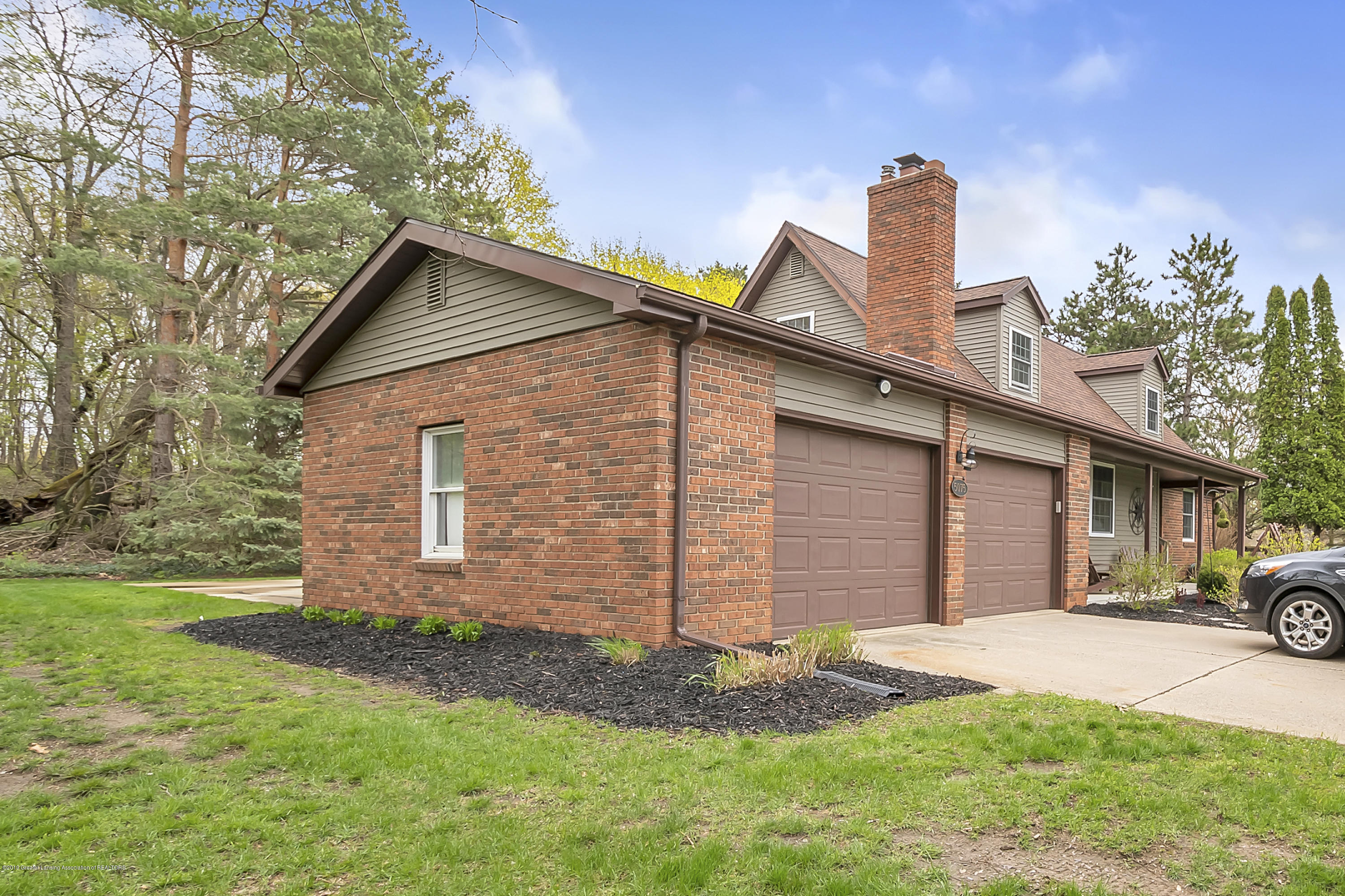 5075 Lake Dr - 5075-Lake-Dr-Owosso-windowstill-2 - 2