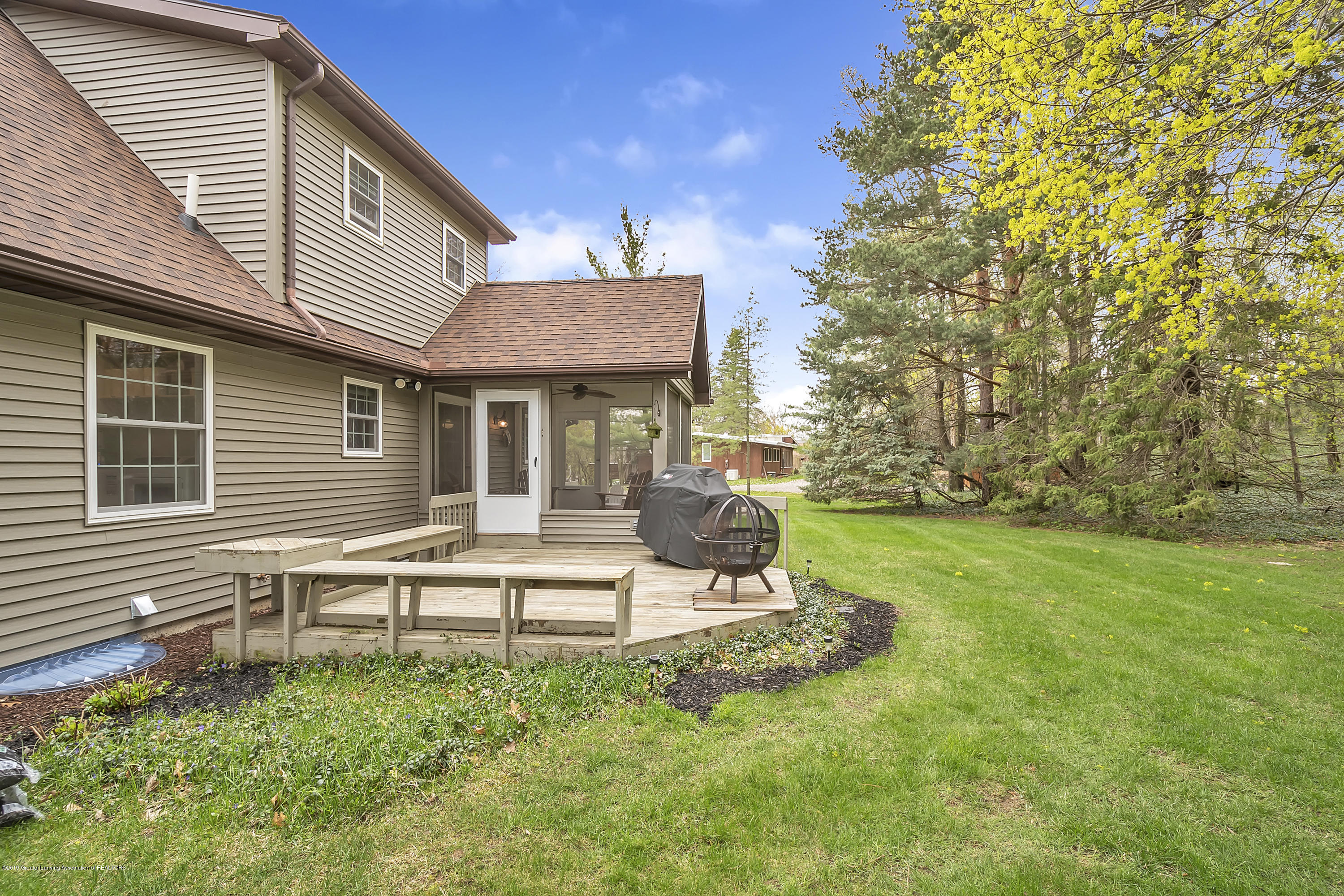 5075 Lake Dr - 5075-Lake-Dr-Owosso-windowstill-37 - 36