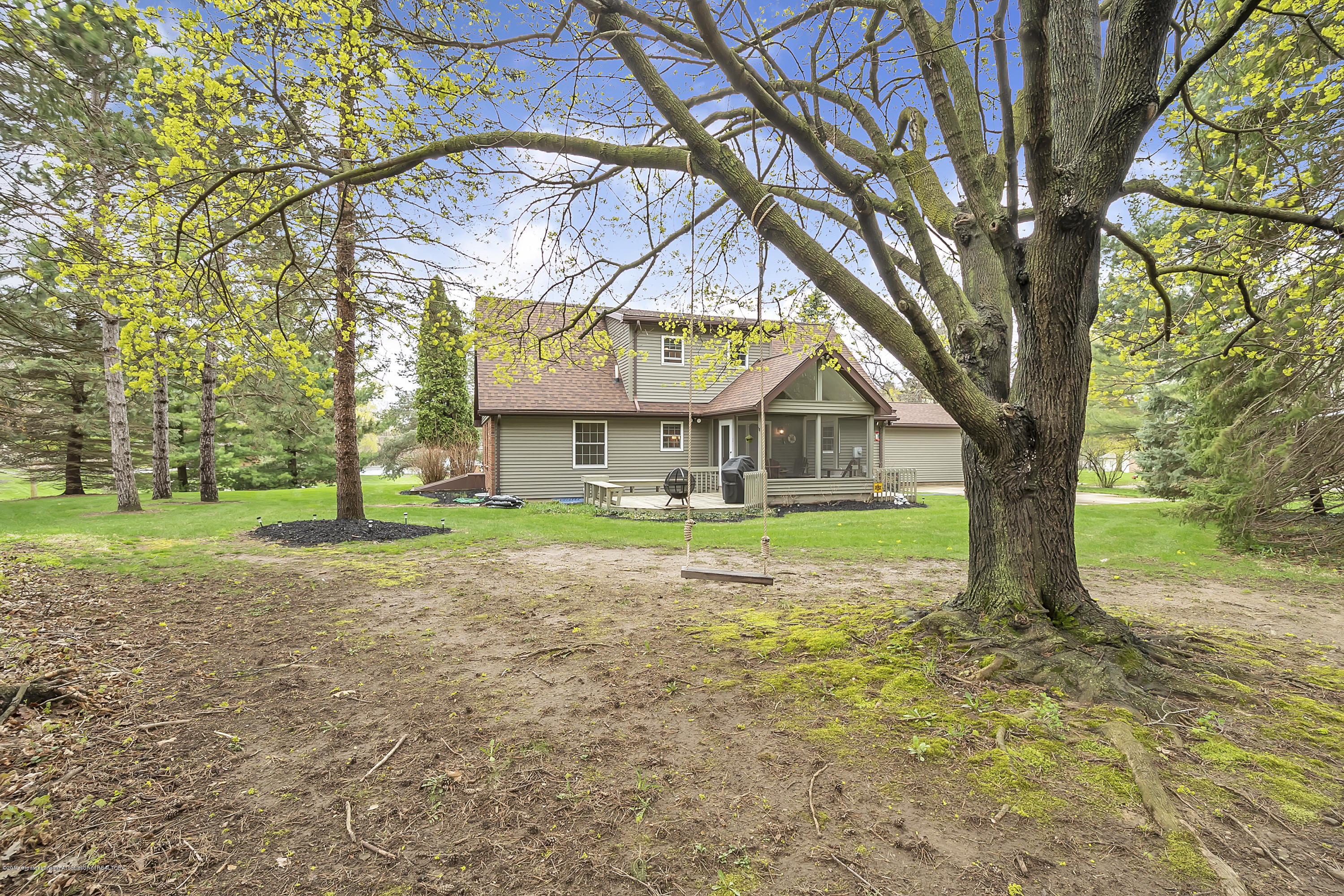 5075 Lake Dr - 5075-Lake-Dr-Owosso-windowstill-38 - 37