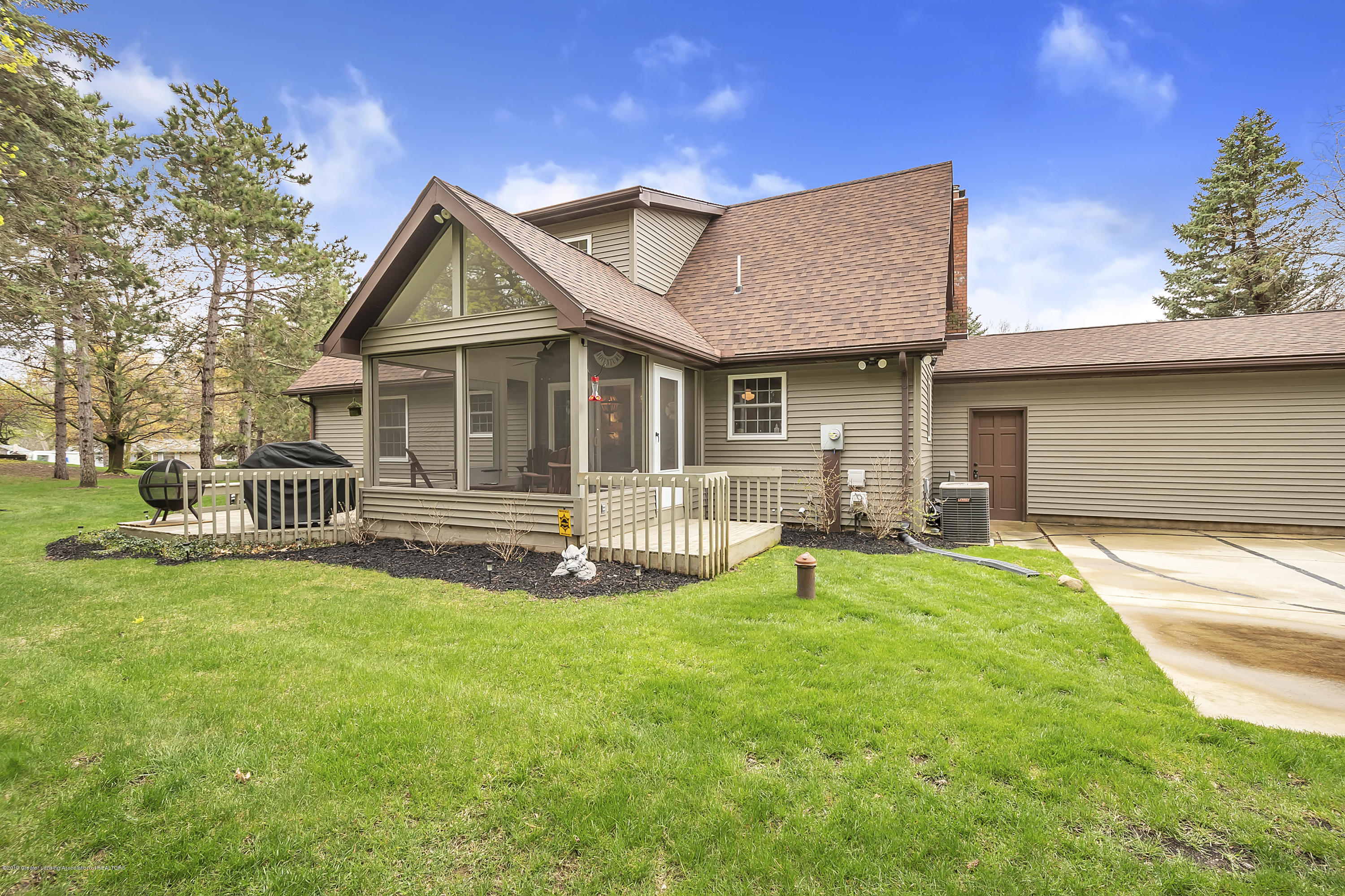 5075 Lake Dr - 5075-Lake-Dr-Owosso-windowstill-39 - 38