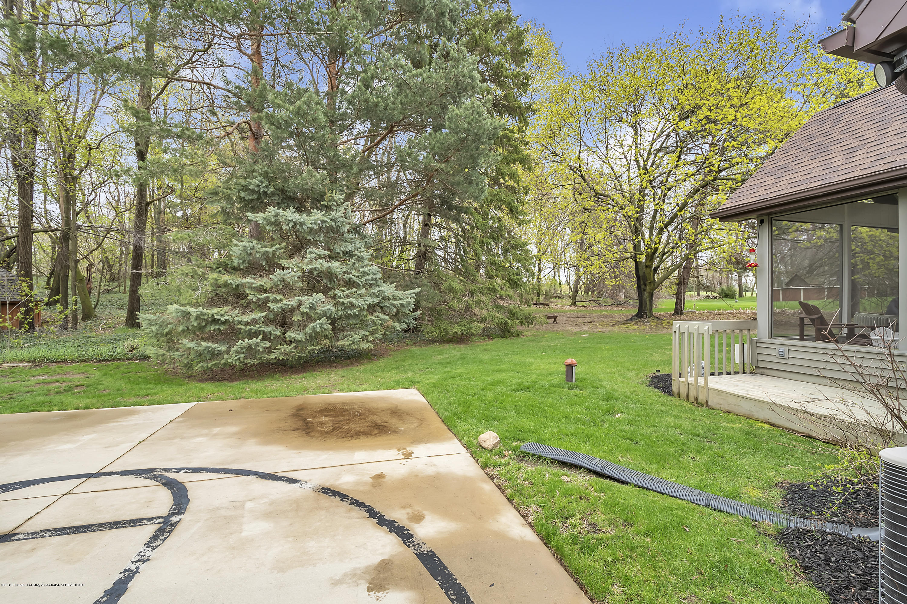 5075 Lake Dr - 5075-Lake-Dr-Owosso-windowstill-40 - 39