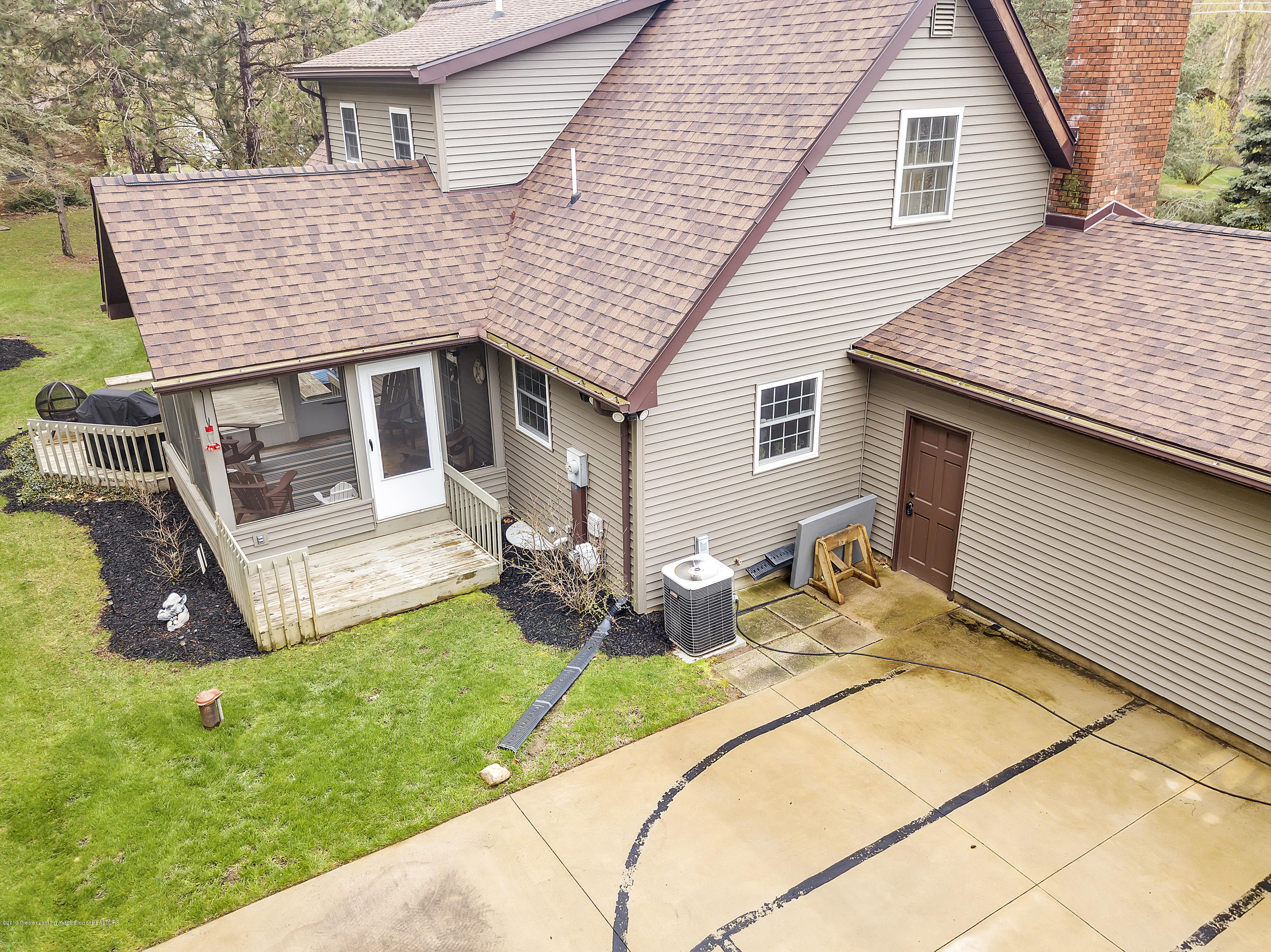 5075 Lake Dr - 5075-Lake-Dr-Owosso-windowstill-42 - 40