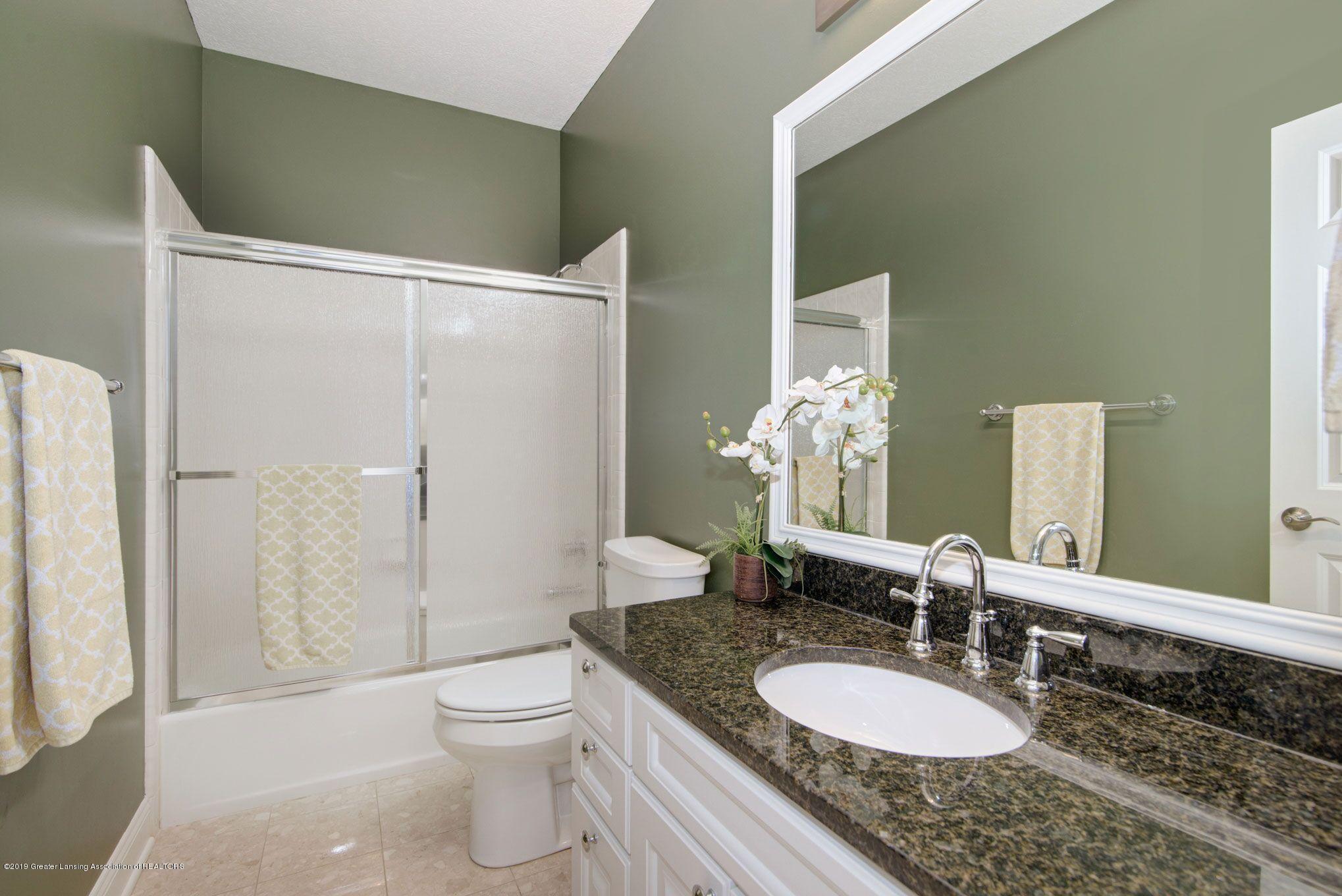 6389 Ridgepond Dr - Main Floor Bath - 32