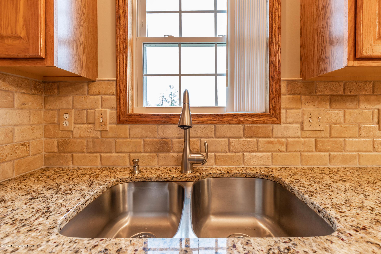 6515 N Scott Rd - Granite and Tavertine Tile - 7