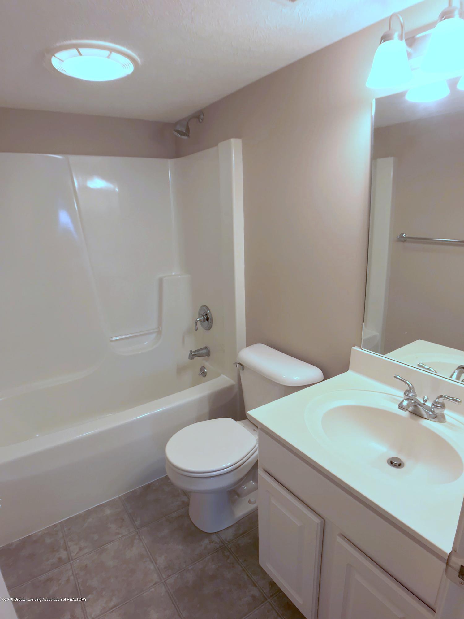 2365 Fieldstone Dr - Lower Level Full Bath - 21