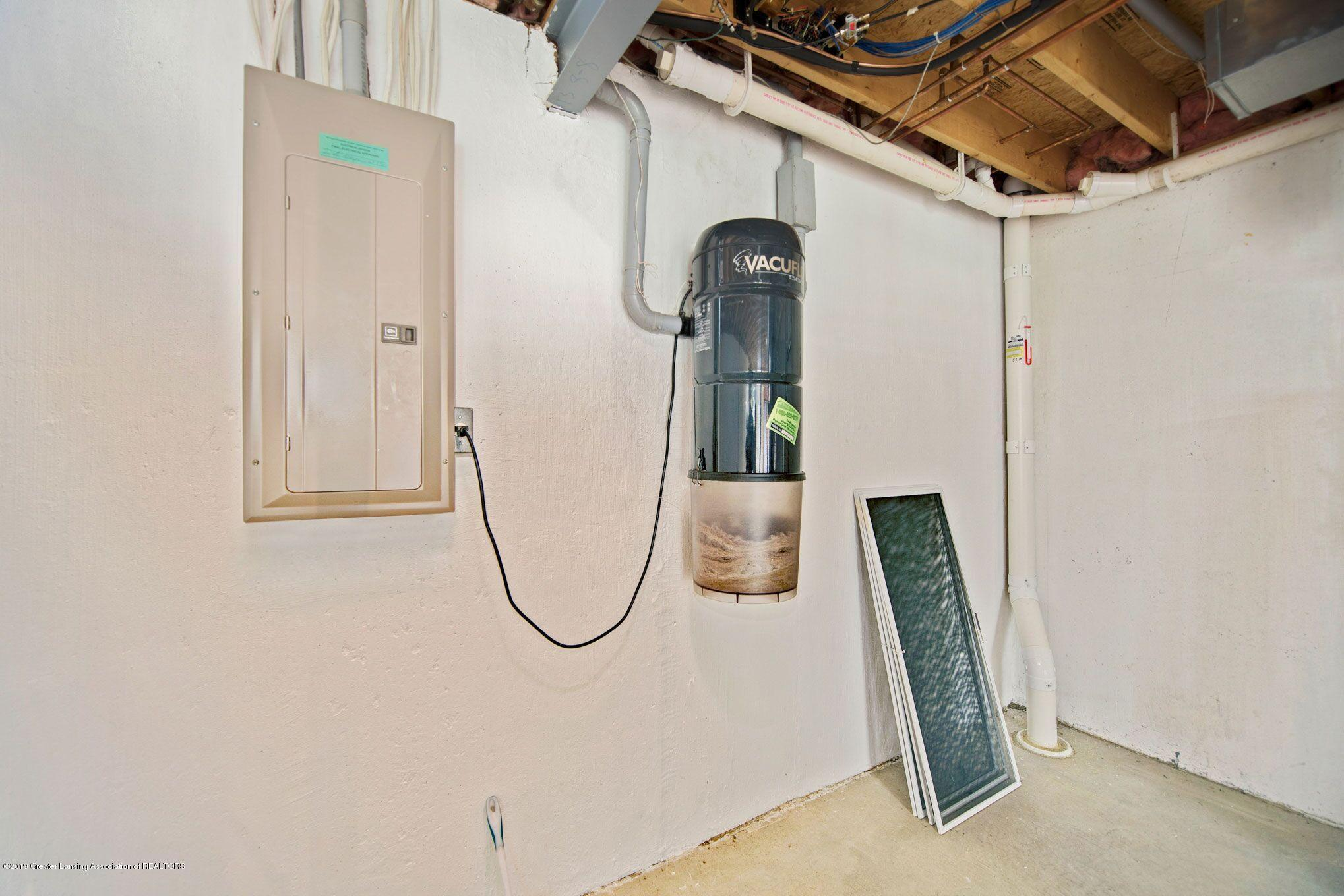 1265 Sweetwood Dr - Basement central vacuum - 29