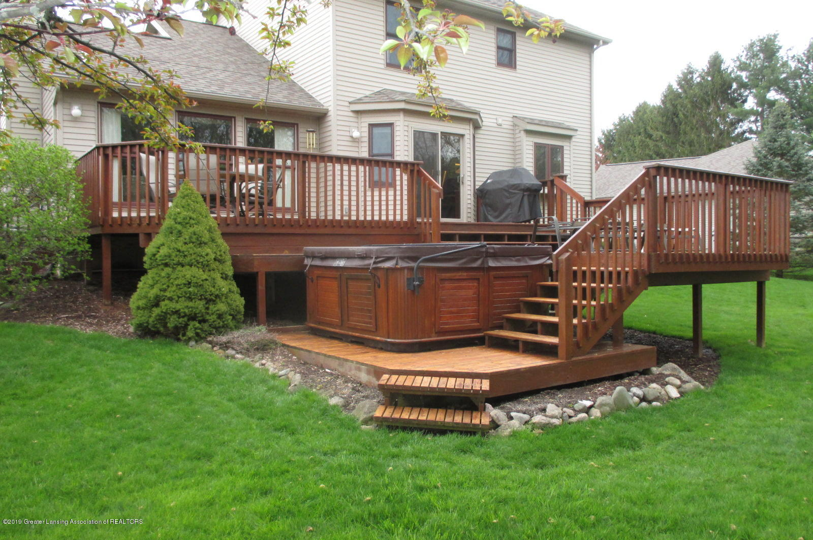 223 Wedgewood Dr - 29 Deck and Hot Tub - 29