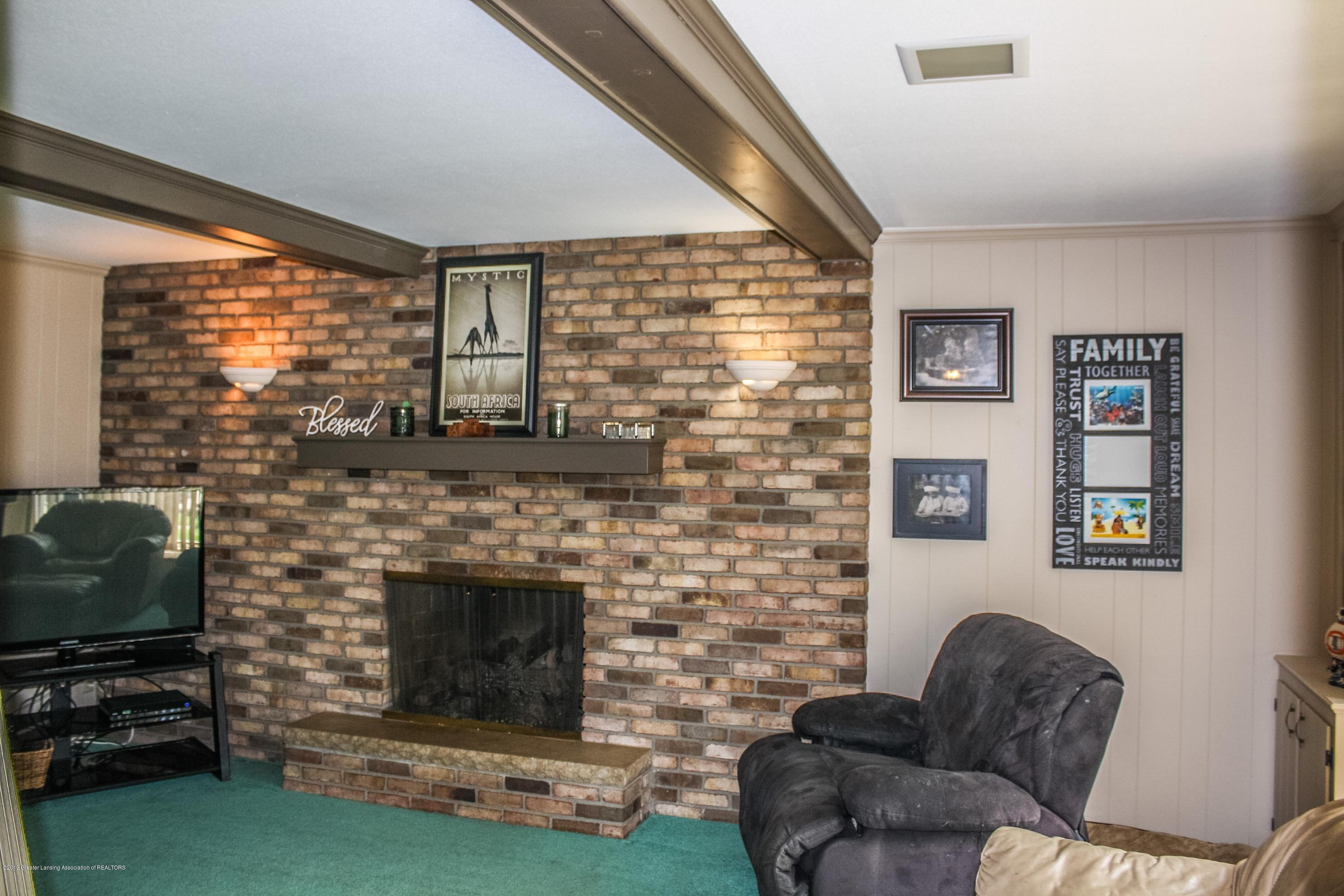 2932 Colony Dr - Family Room - 15