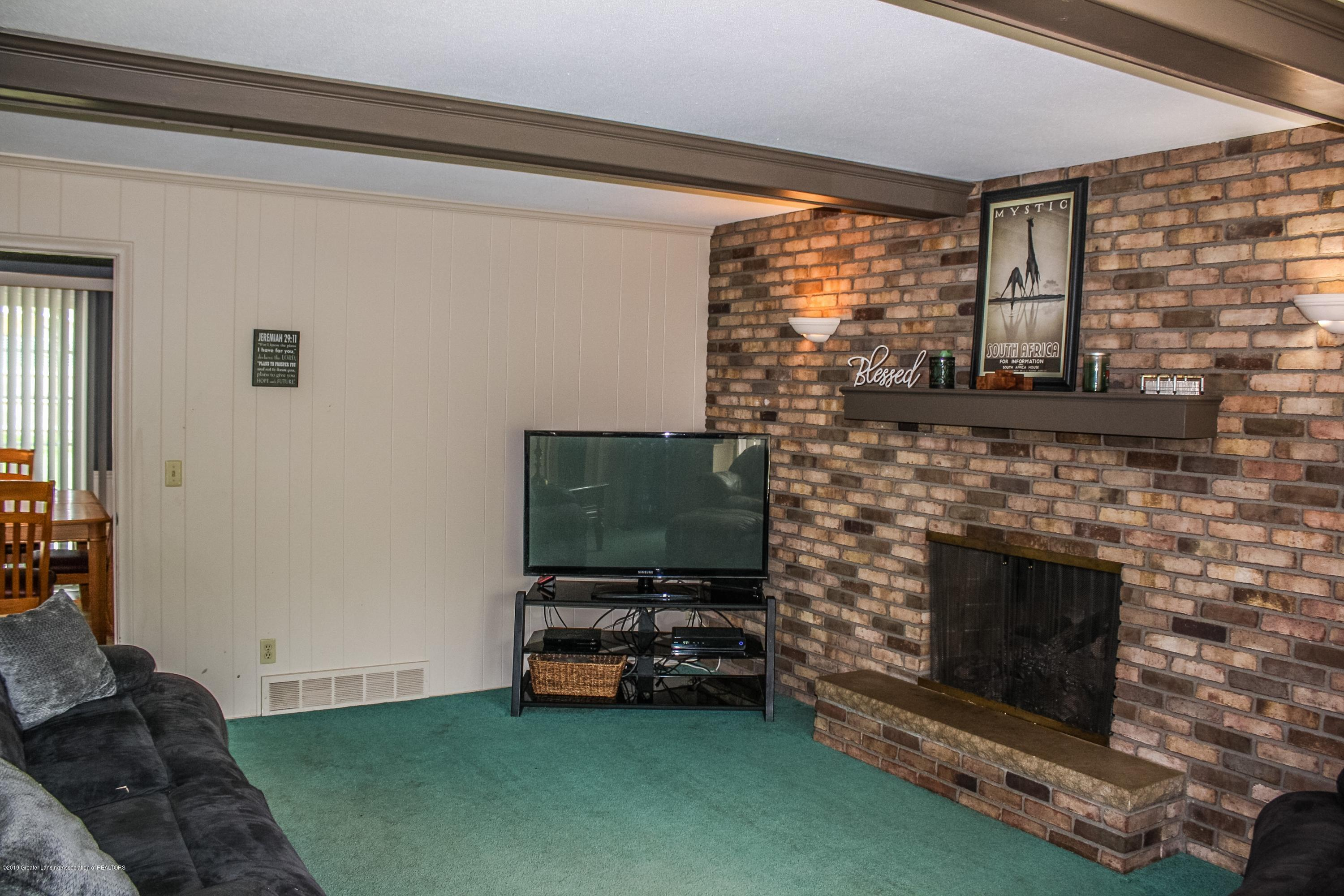 2932 Colony Dr - Family Room - 16