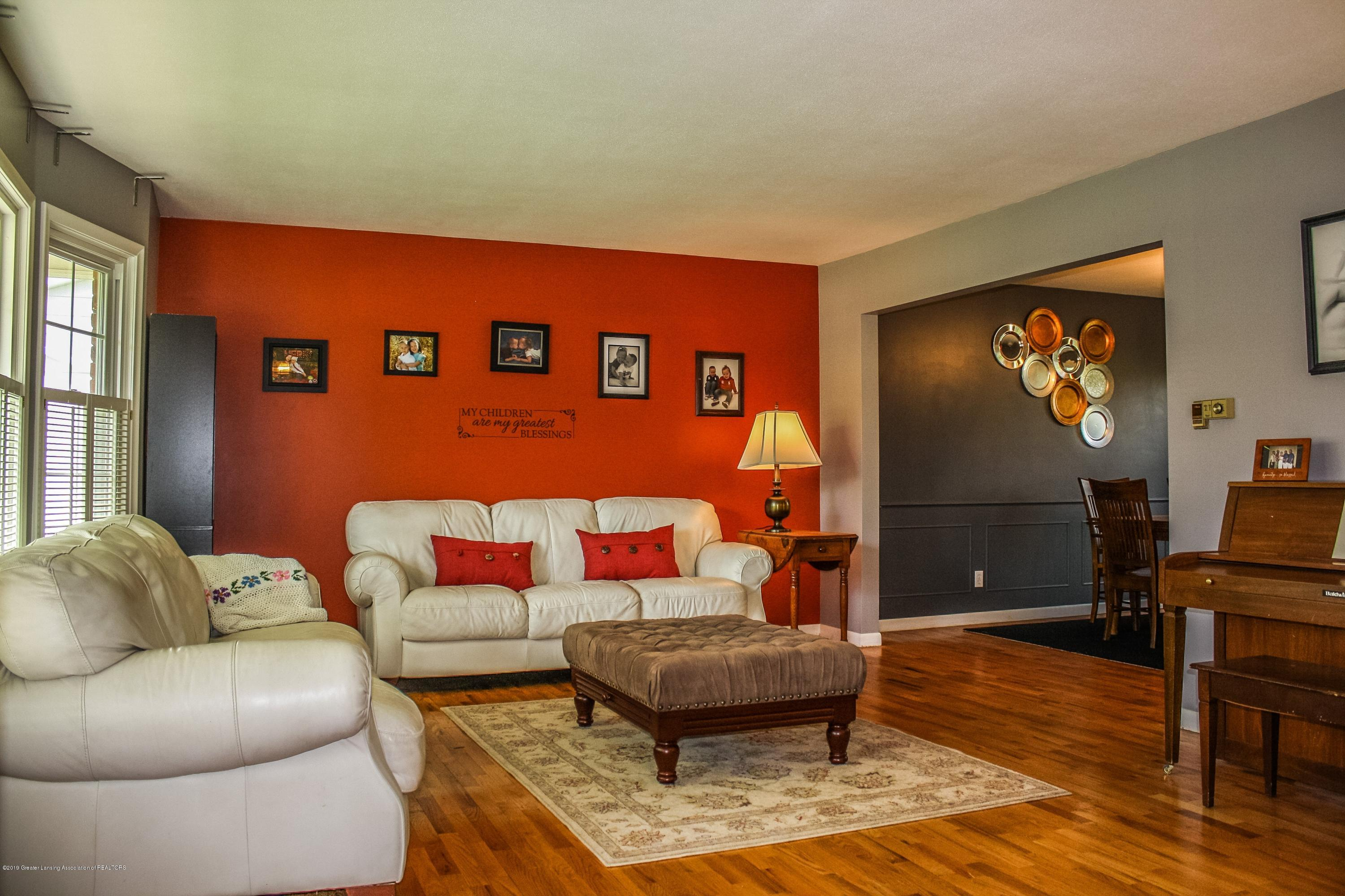 2932 Colony Dr - Living Room - 13