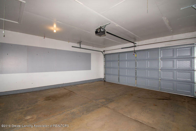 5258 E Hidden Lake Dr - 2 Car Garage - 42