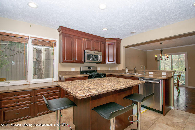 5258 E Hidden Lake Dr - Kitchen Seating - 14